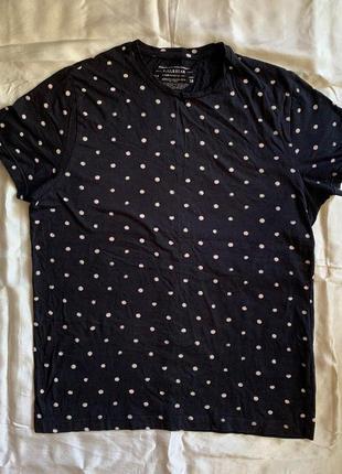 Тёмно-серая футболка в горошек pull&bear m