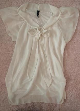 Очень красивая белая блузка