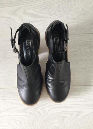 Открытые кожаные туфли на устойчивом каблуке