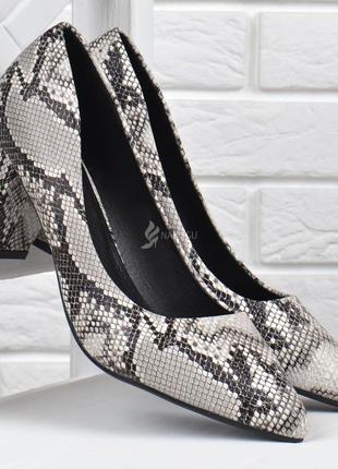 Туфли женские лодочки на широком каблуке принт рептилии серые беж