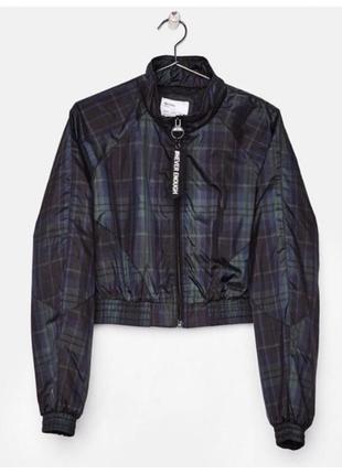 Bershka куртка ветровка оверсайз укороченная плащевка с крутыми надписями  р.м , l