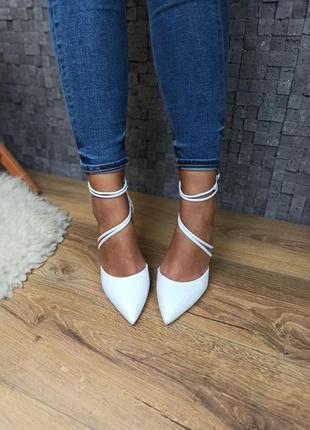 Белые свадебные туфли  лодочки босоножки с закрытым носком с переплетом кожаные
