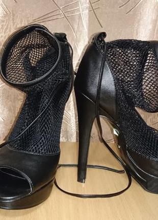 Босоножки /туфли на каблуке queen