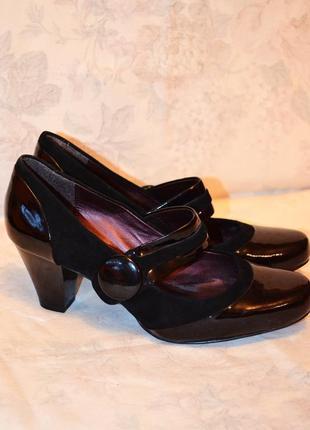 Лакированные черные туфли clarks