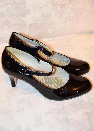 Черные лакированные туфельки, 39 размер