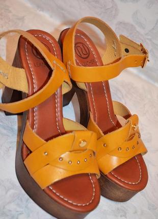 Шикарные кожаные босоножки 38 размер