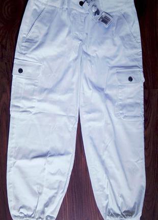 Летние белые брюки капри