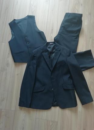 Стильный костюм тройка для мальчика