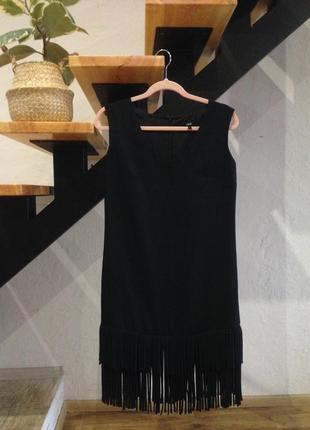 Базовое черное платье с бахрамой s-m
