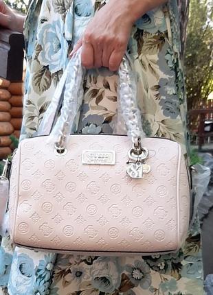 Нереально крутая сумочка guess.