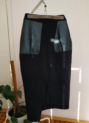 Черная классическая юбка с асимметричным вырезом
