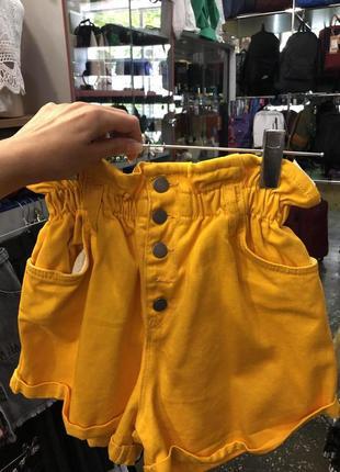 Джинсовые шорты яркие с завышенной талией