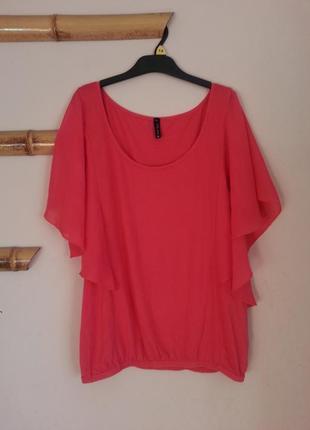 Блуза красивого розового цвета с свободными рукавами