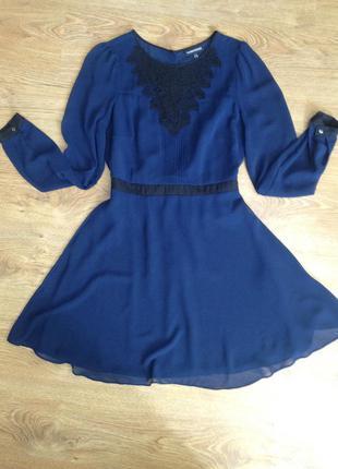 Платье синего цвета с черными деталями warehouse