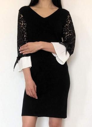 Чёрное вязаное платье с кружевом