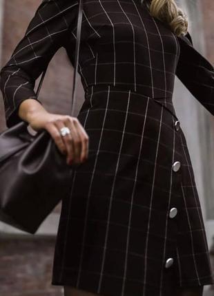 Платье модный принт с пуговицами