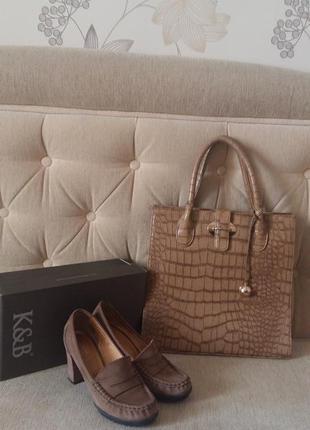 Стильные кожаные туфли вместе с сумкой
