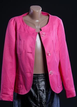 Винтажный пиджак женственный розовый фуксия цвет, с накладными карманами.