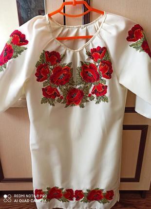 Вышитое платье