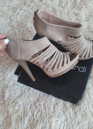 Босонiжки, туфлi