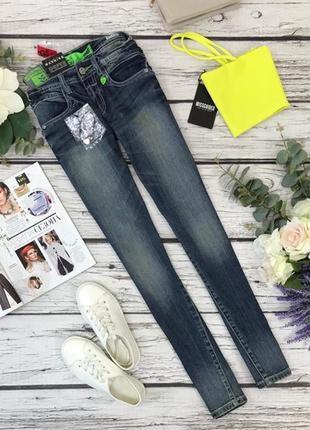 Синие джинсы с потертостями  pn1832072  goi-goi