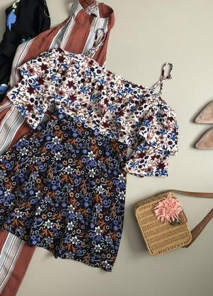 Красивейшее цветочное платье с открытыми плечами boohoo
