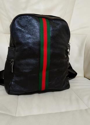Фирменный рюкзак . кожа