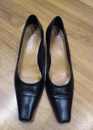 Кожаные туфли лодочки venturini италия, небольшой устойчивый каблук, 39 размер