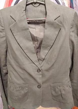 Красивый двубортный приталенный женский пиджак из льна цвета хаки