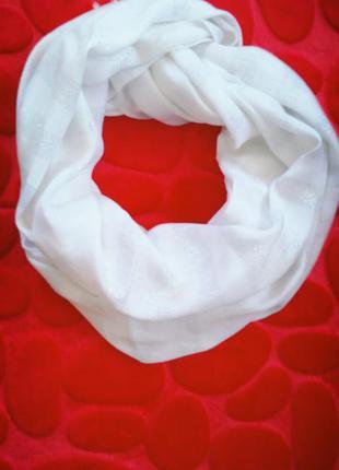 Шарф шаль белого цвета из натуральной вискозы с люрексом