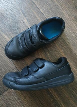 Кажаные туфли, кеды от clarks
