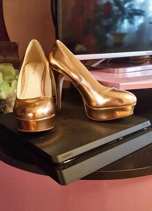 Новые золотистые туфельки