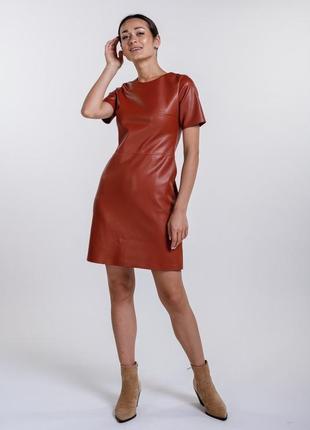 Короткое платье из кожзама