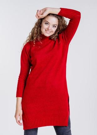 Вязаное платье-туника с разрезами по бокам