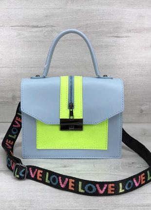 1550.    голубая сумочка с широким ремнем и желтыми вставками