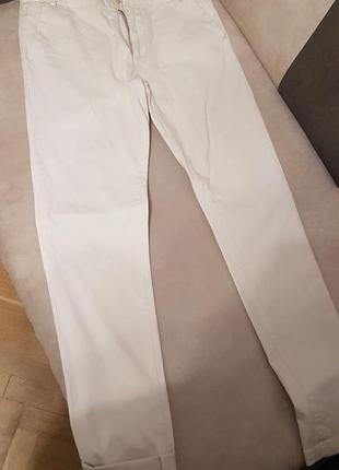 Суперкрутые брюки фирмы  street gang светло-молочного цвета