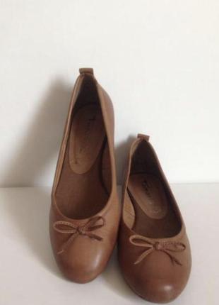 Кожаные туфли балетки известной фирмы tamaris