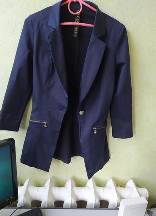 Пиджак школьный на девочку с - м. состояние идеальное.