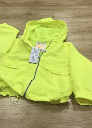 Яркая желтая неоновая куртка ветровка reserved 122 р 6-7 лет