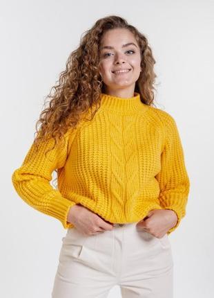 Женский свитер крупной вязки с косичкой