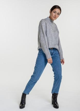 Женский вязаный свитер с бусинками