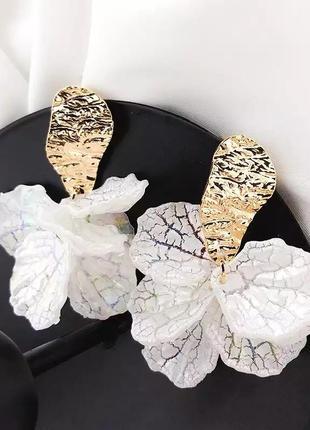 Клипсы белые лепестки