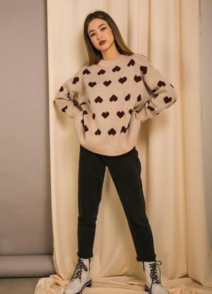 Женский вязаный свитер оверсайз с сердечками