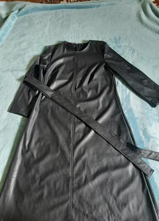 Плаття екокожа нижче коліна з карманами