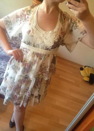 Легкое красивое платье с оборками и вязаными вставками