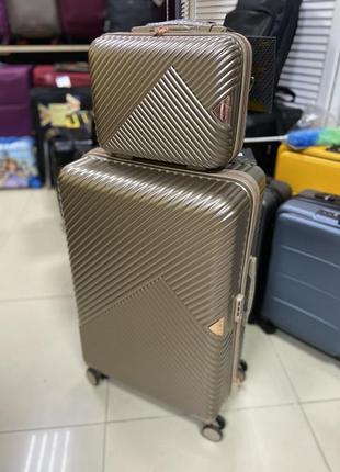 Комплект большой чемодан и бьюти-кейс wings польша