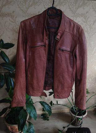 Куртка-косуха з дуже якісної еко-шкіри, не відрізнити від натуральної!