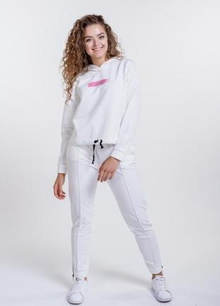 Женский спортивный костюм с худи и принтом