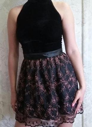 Красивое черное платье с люрексовой нитью