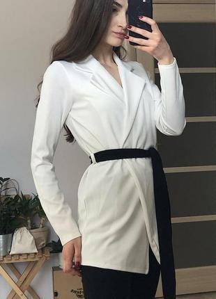 Новий білий піджак/жакет на зав'язці prettylittlething